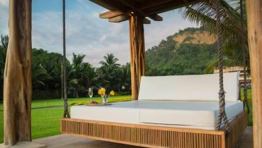 Solid Wooden Bed Frame – Reviewing the Most Popular Model
